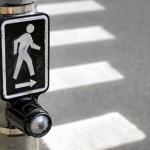 PASSARELAS e faixas reduzem riscos de atropelamentos