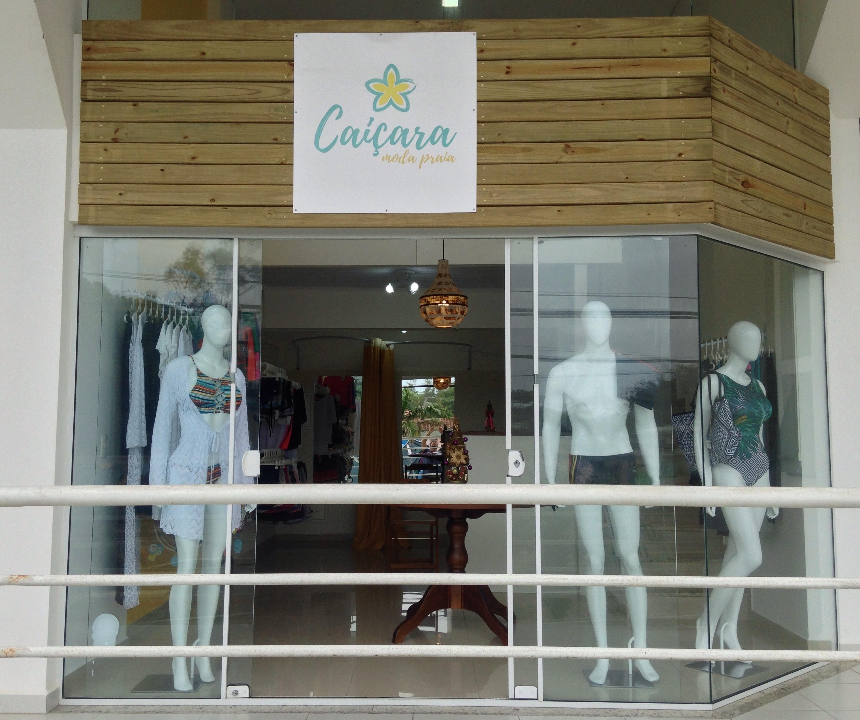 eacbe5418 Caiçara Moda Praia e Fitness é o nome da nova loja de confecções que abriu  as portas no Campeche nesta temporada, próximo à praia.